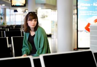 teen-at-airport