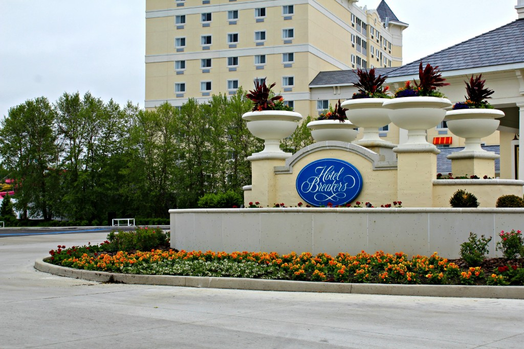 Cedar-Point-Hotel-Breakers-01