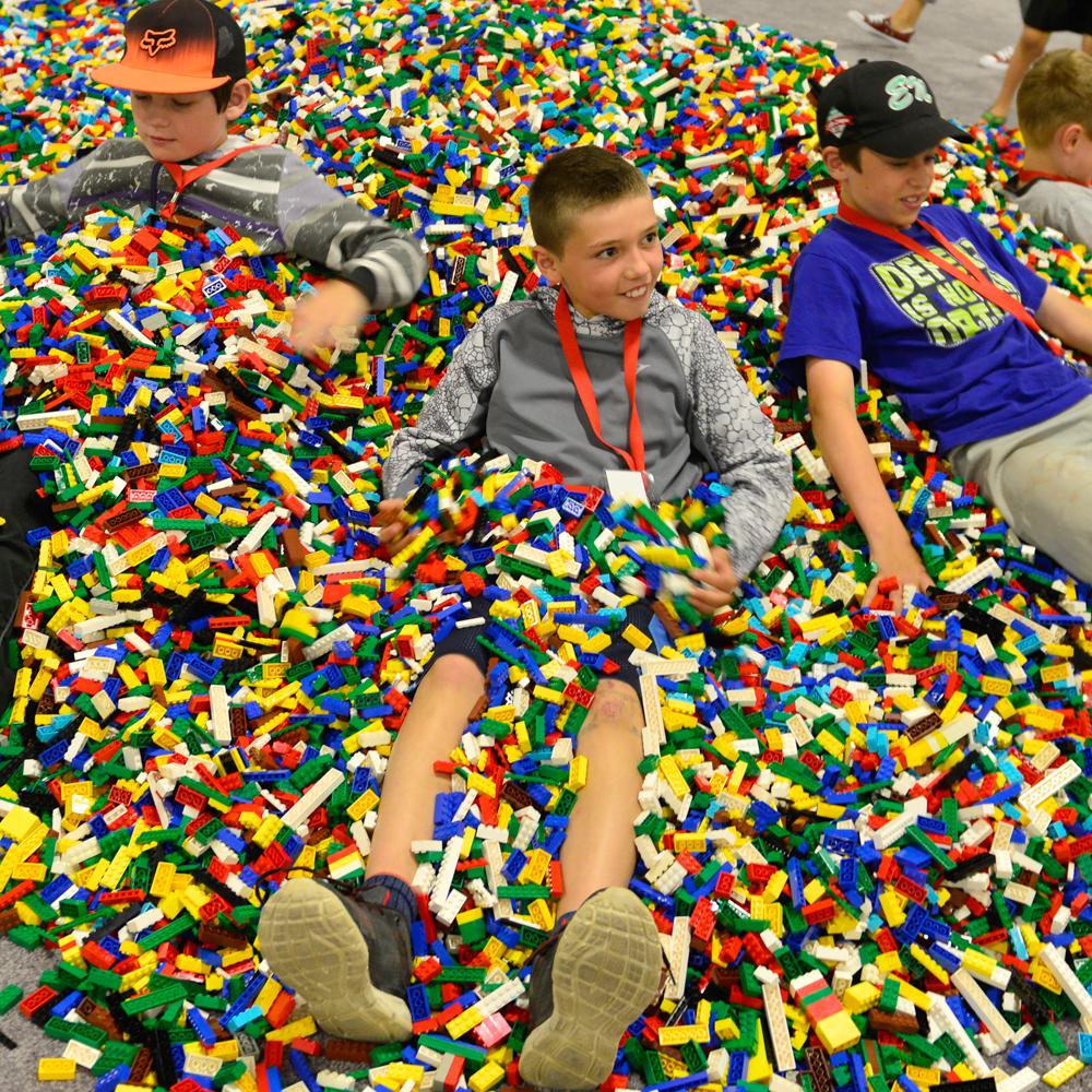 kids-in-brick-pit