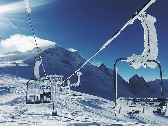 ski-lifts-1209812_640
